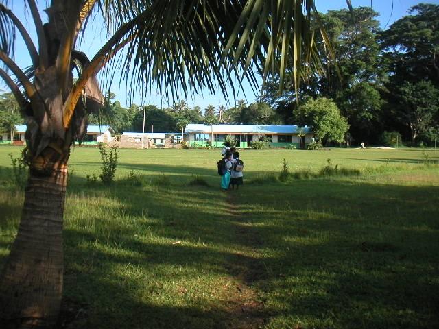 Enfants à l'école de Paunangisu